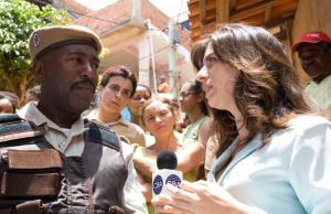 Luiz Pepeu é Cabo Consciência - Luisa Proserpio é a repórter